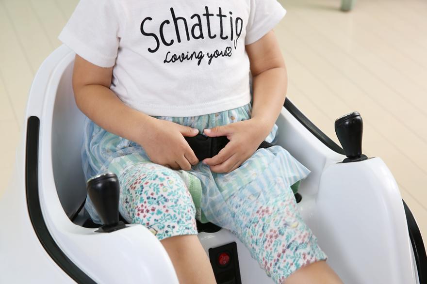 シートベルト付きの安全設計。お子様に安全にお楽しみいただけます。